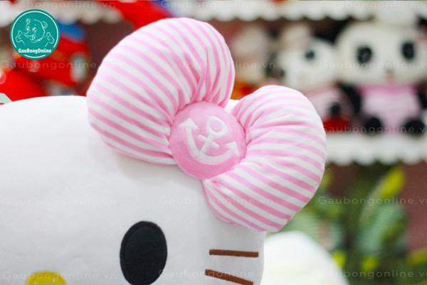 Chiếc nơ hồng tinh tế có hình mỏ neo khiến em mèo Kitty này đặc biệt hơn hẳn !!