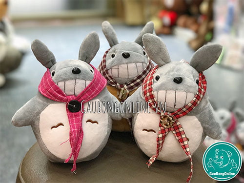 Totoro quàng khăn
