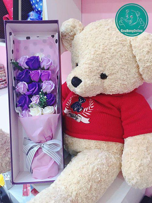 Em gấu teddy áo cạnh hoa sáp kiều diễm sang chảnh quá đi!!