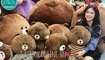 con gái và gấu bông