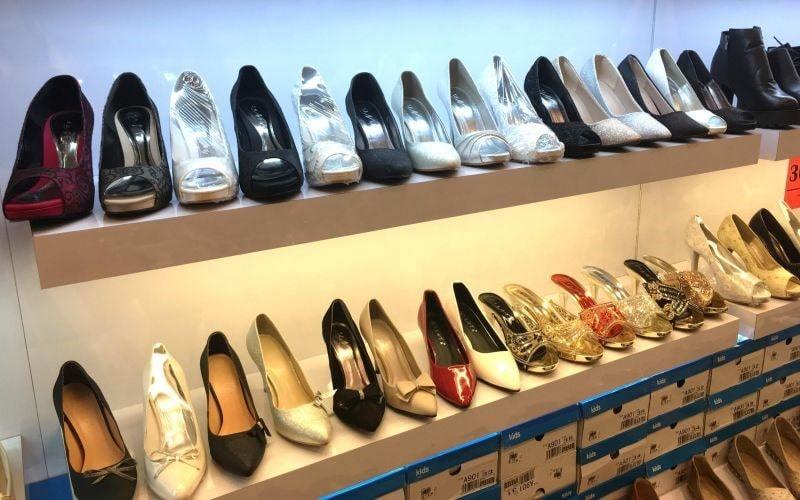 Lựa chọn giày dép phù hợp với phong cách của vợ