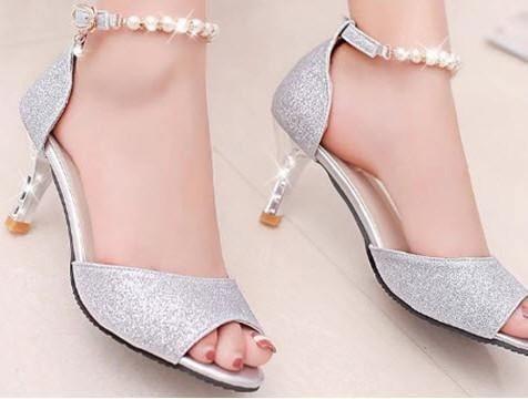 Giày cho bạn gái